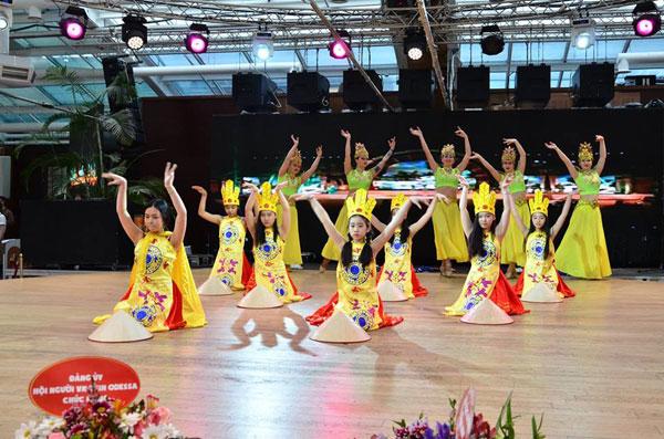 Cộng đồng người Việt tại Ucraina hưởng ứng ngày Quốc Tổ Việt Nam toàn cầu