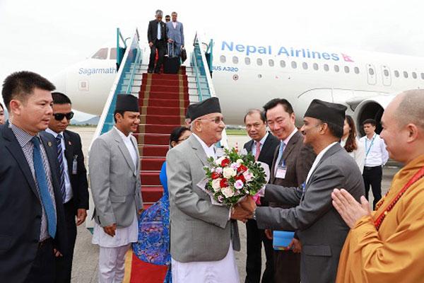 Thủ tướng Nepal bắt đầu thăm chính thức Việt Nam