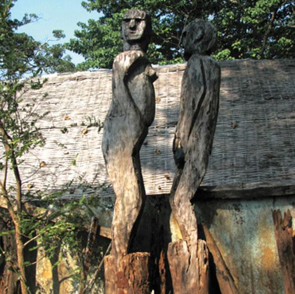 Trong nỗi buồn tượng gỗ