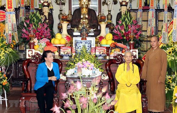 Chủ tịch Quốc hội chúc mừng Đại lão Hòa thượng Thích Phổ Tuệ