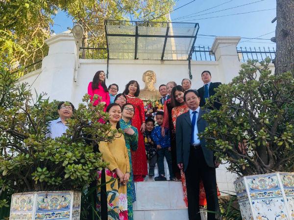 Người Việt tạiAlgeria kỷ niệm sinh nhật lần thứ 129 Chủ tịch Hồ Chí Minh