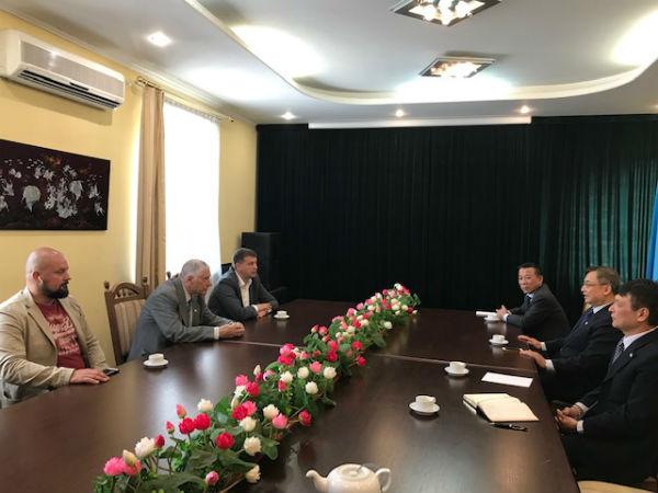Thị trưởng thành phố Vasilkov thăm và làm việc với Đại sứ quán Việt Nam tại Ucraine