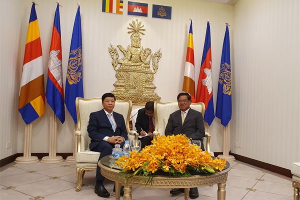 Thứ trưởng Ngoại giao Nguyễn Quốc Cường dẫn đầu Đoàn công tác liên ngành làm việc tại Campuchia