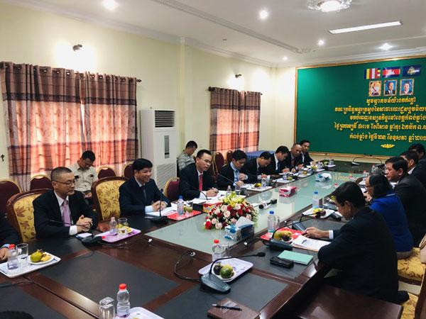 Đoàn công tác liên ngành thăm tỉnh Com-pông Chờ-nang