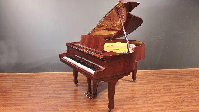 Chiếc đàn piano màu gụ đỏ – Tình thương của người bà