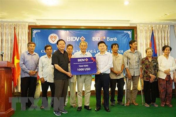 Tri ân các gia đình kiều bào có công với cách mạng tại Campuchia