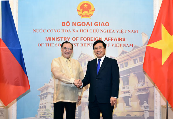 Phó Thủ tướng Phạm Bình Minh hội đàm với Bộ trưởng Ngoại giao Philippines