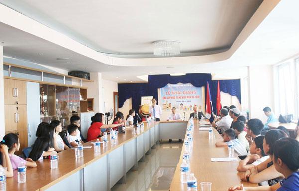 Tiếng Việt - Sợi dây gắn kết người Việt trẻ tại Séc với quê hương