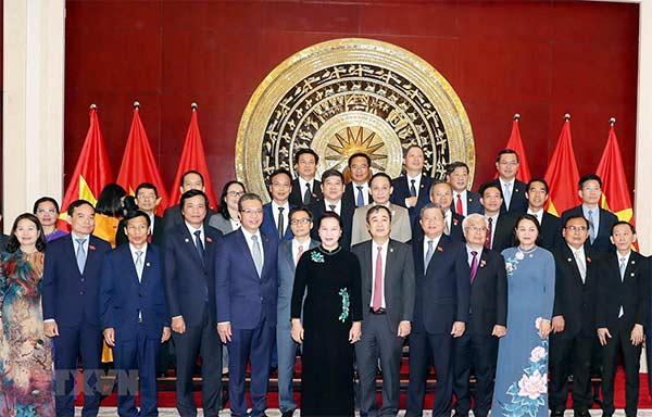 Chủ tịch Quốc hội thăm Đại sứ quán Việt Nam và gặp gỡ kiều bào tại Trung Quốc