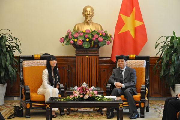 Thứ trưởng Ngoại giao Nguyễn Quốc Cường tiếp Chủ tịch Nhóm Nghị sỹ hữu nghị Pháp - Việt