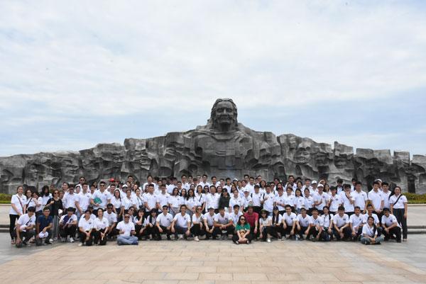 Đại biểu Trại hè Việt Nam thăm Địa đạo Kỳ Anh, làng bích họa Tam Thanh