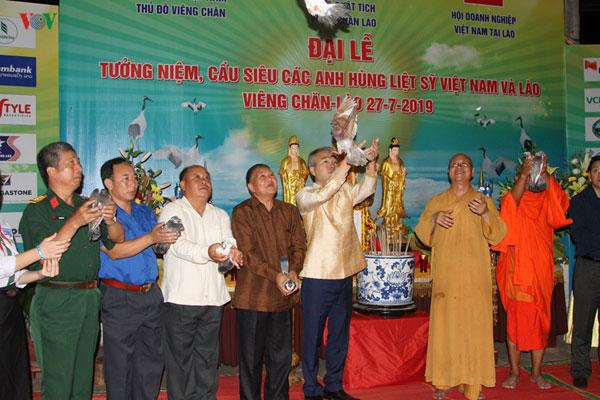 Cộng đồng người Việt tại Lào tri ân, cầu siêu cho các Anh hùng liệt sĩ