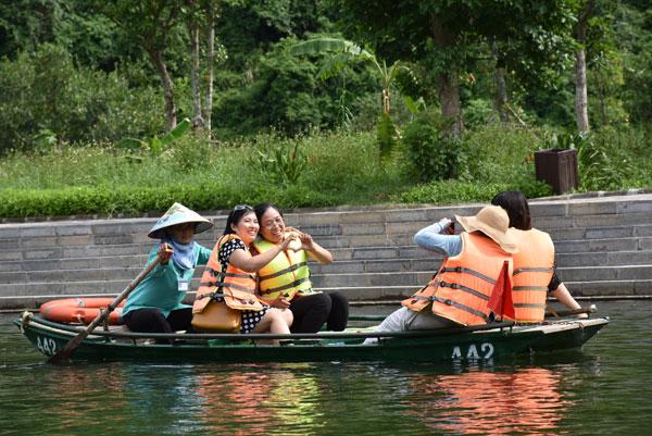 Đoàn giáo viên kiều bào về thăm tỉnh Ninh Bình