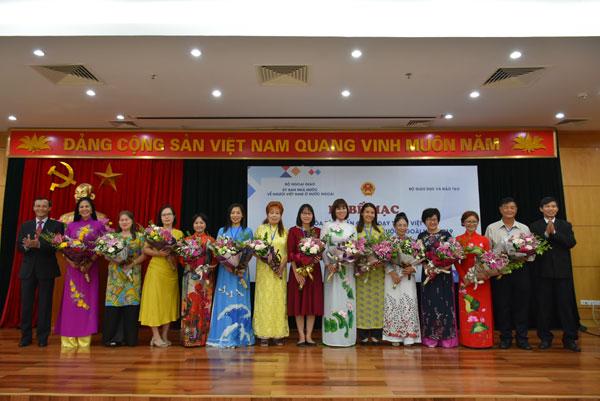 Lễ bế mạc Khóa tập huấn phương pháp giảng dạy tiếng Việt dành cho giáo viên kiều bào