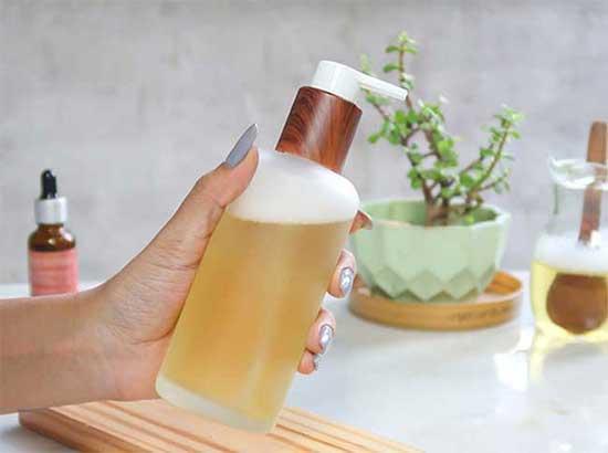 Cách làm sữa tắm mật ong dưỡng da sáng trắng như trứng gà bóc
