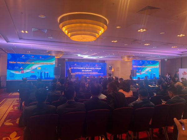 Gần 300 đại biểu tham dự Diễn đàn Doanh nghiệp Việt kiều châu Âu lần thứ XI