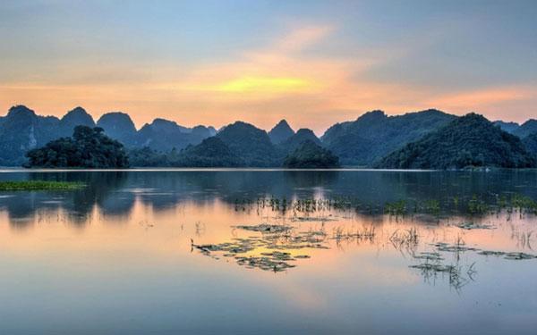 Hồ Quan Sơn: vẻ đẹp hoang sơ