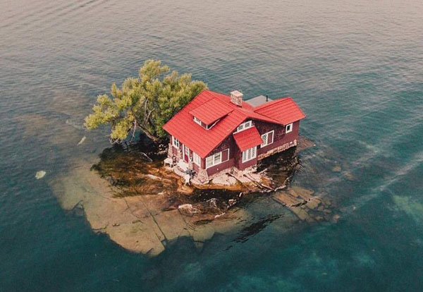 Hòn đảo nhỏ nhất thế giới chỉ đủ sức chứa vài người, trồng một cây xanh