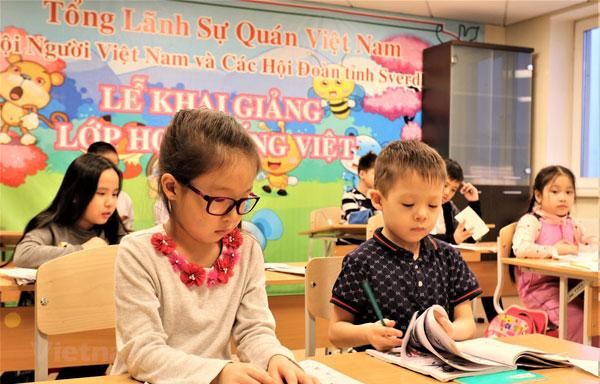 Dạy tiếng Việt cho người Việt tại Nga: Gian nan