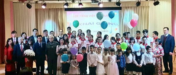 Tưng bừng khai giảng năm học mới cùng lớp Tiếng Việt tại Belarus