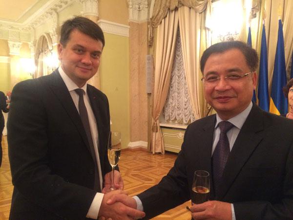 Đại sứ Việt Nam chào Chủ tịch Quốc hội Ucraina