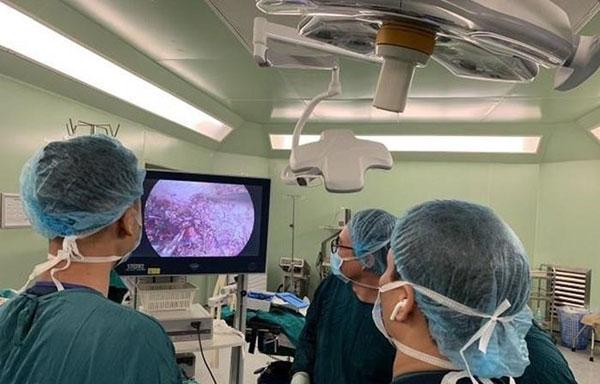 Bệnh viện Bạch Mai thực hiện thành công ca cắt gan nội soi đầu tiên