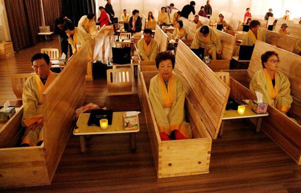 Hàn Quốc: Bùng nổ trào lưu đám tang dành cho người sống