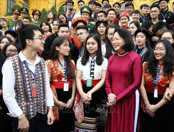 Phó Chủ tịch nước gặp mặt đại biểu học sinh, thanh niên dân tộc thiểu số xuất sắc