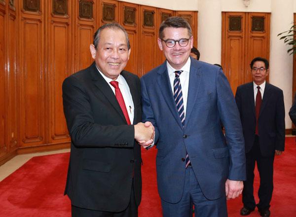 Phó Thủ tướng Thường trực tiếp Chủ tịch Nghị viện bang Hessen (CHLB Đức)
