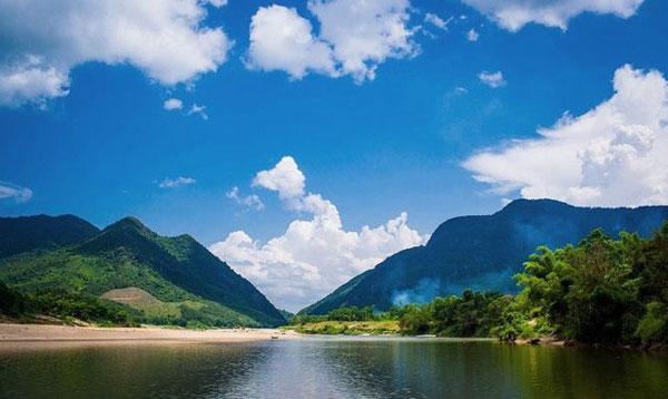 Thắng cảnh nổi tiếng xứ Quảng: Hấp dẫn Hòn Kẽm Đá Dừng