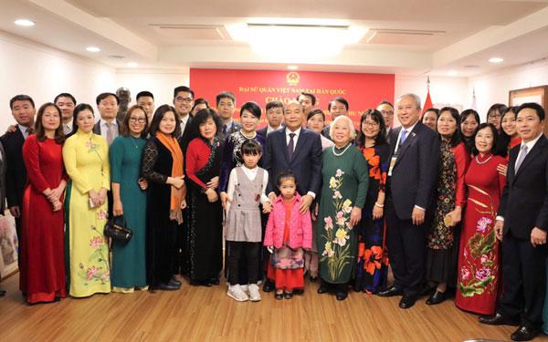 Thủ tướng gặp gỡ kiều bào, trí thức Việt Nam tại Hàn Quốc