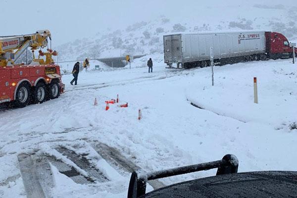 Nước Mỹ chống chọi với bão tuyết cường độ mạnh trong dịp lễ Tạ ơn