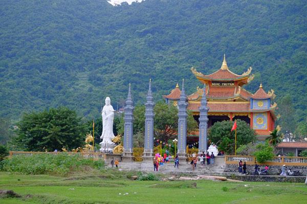 Thưởng ngoạn chùa Hải Tạng ở Cù lao Chàm