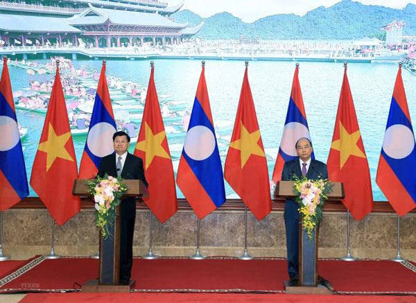 Hai Thủ tướng Việt Nam-Lào họp báo sau Kỳ họp 42 Ủy ban liên Chính phủ