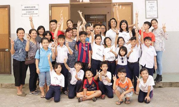 Bác sĩ Pháp gốc Việt đem bài học về lòng tử tế giúp đỡ hơn 200 trẻ em nghèo tại Đà Nẵng