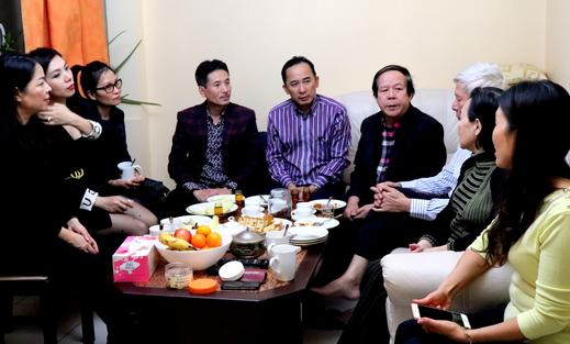 Hội người VN tại Ba Lan thăm nghệ sĩ Thu Lộc và nhà văn, dịch giả Nguyễn Văn Thái