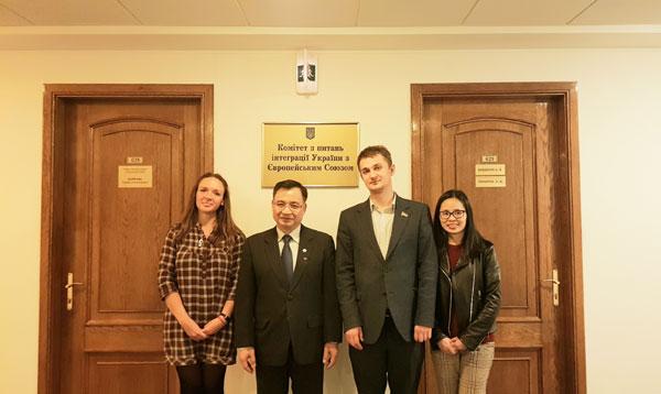 Hợp tác giữa ĐSQ Việt Nam và Hội Nghị sỹ Hữu nghị Ucraina-Việt Nam