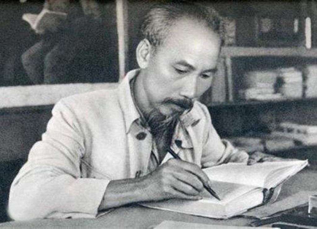 """Tận tâm vì hòa bình - Triết học Hồ Chí Minh qua """"Nhật ký trong tù"""""""