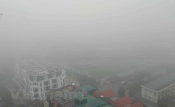 Hà Nội: Sương mù dày đặc, ô nhiễm không khí lại ở mức đáng báo động