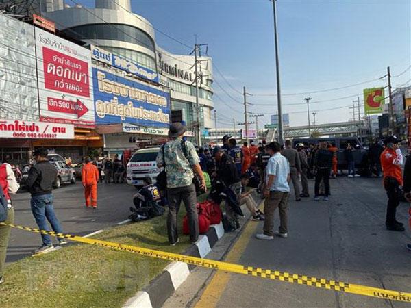 Thủ tướng gửi điện thăm hỏi về vụ xả súng kinh hoàng tại Thái Lan