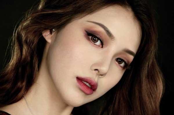 Những cách trang điểm mắt nổi bật, giúp nàng đẹp hút hồn dù đeo khẩu trang suốt mùa dịch COVID-19