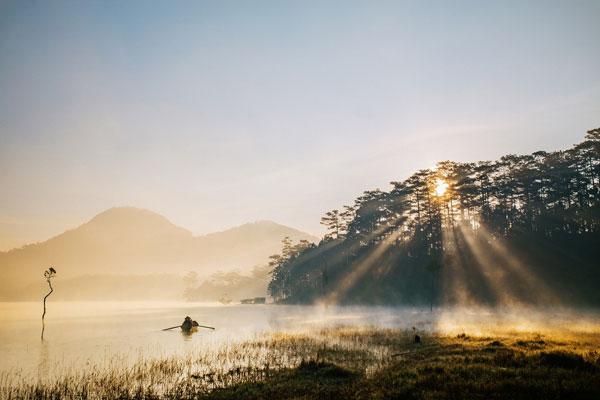 Hồ Tuyền Lâm - Vẻ đẹp nguyên sơ như hồ ngọc