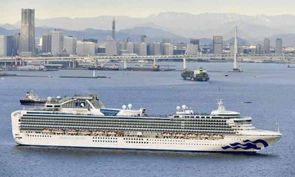 2 khách nhiễm COVID-19 trên tàu đậu ngoài khơi Nhật Bản thiệt mạng