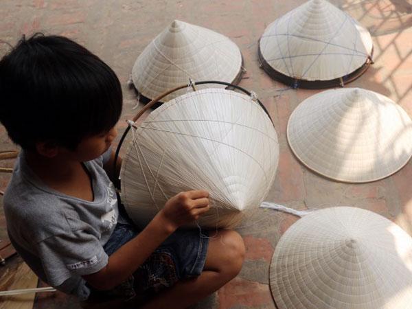 Độc đáo nón lá Phú Châu