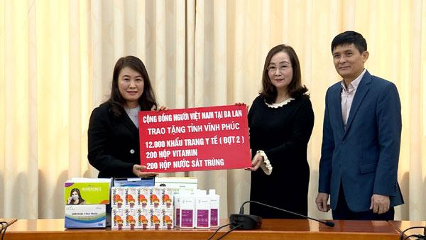 Người Việt Nam ở nước ngoài đoàn kết, sẻ chia với người dân trong nước vượt qua dịch bệnh Covid-19