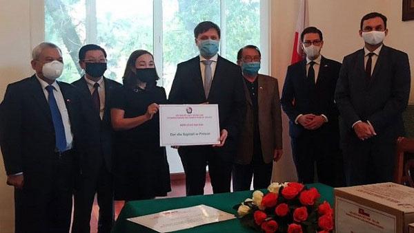 Đại sứ Ba Lan cảm ơn sự sẻ chia của người Việt trong dịch bệnh