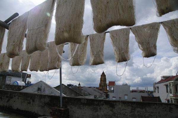 Làng nghề ươm tơ Cổ Chất