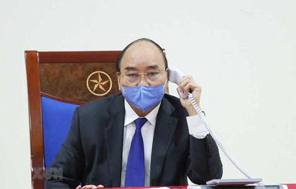 Thủ tướng Nguyễn Xuân Phúc điện đàm với Thủ tướng Trung Quốc