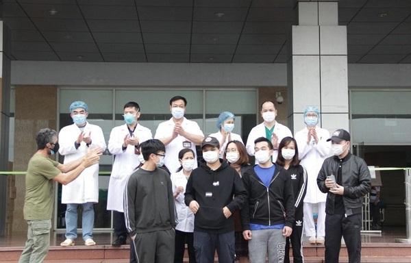 Thêm 11 bệnh nhân mắc COVID-19 được công bố khỏi bệnh