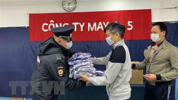 Tiếp tục lan tỏa phong trào tặng khẩu trang của người Việt tại Nga